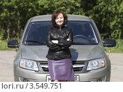 Купить «Женщина стоит около своего автомобиля», эксклюзивное фото № 3549751, снято 24 мая 2012 г. (c) Дмитрий Неумоин / Фотобанк Лори