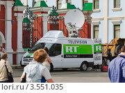 Машина телеканала Russia Today на Марше миллионов в Москве 6 мая 2012 года. Редакционное фото, фотограф Алёшина Оксана / Фотобанк Лори