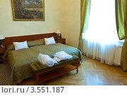 Купить «Двуспальный гостиничный номер», эксклюзивное фото № 3551187, снято 24 ноября 2011 г. (c) Яков Филимонов / Фотобанк Лори