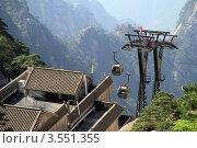 Купить «Станция канатной дороги в Хуаншань, Китай», фото № 3551355, снято 5 мая 2012 г. (c) Валерий Шанин / Фотобанк Лори