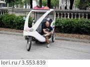 Такси, велорикша. Редакционное фото, фотограф Ирина Батюта / Фотобанк Лори