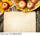 Осенний бордюр с яблоками и кленовыми листьями. Стоковое фото, фотограф yarruta / Фотобанк Лори