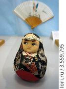 Традиционная японская кукла. Матрешка-неваляшка (2012 год). Редакционное фото, фотограф Анна Мишина / Фотобанк Лори
