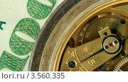 Купить «Карманные часы лежат на сто долларовой купюре с работающим маятником», видеоролик № 3560335, снято 19 мая 2012 г. (c) ILLYCH / Фотобанк Лори