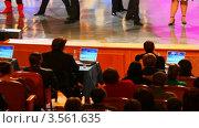 Купить «Выступление  на сцене КВН», видеоролик № 3561635, снято 22 ноября 2009 г. (c) Losevsky Pavel / Фотобанк Лори