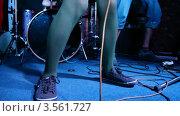 Купить «Ноги музыкантов на сцене», видеоролик № 3561727, снято 7 декабря 2009 г. (c) Losevsky Pavel / Фотобанк Лори