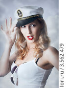 Купить «Привлекательная блондинка в капитанской фуражке», фото № 3562479, снято 2 июня 2012 г. (c) katalinks / Фотобанк Лори