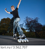 Купить «Парень катается на роликах», фото № 3562707, снято 9 октября 2010 г. (c) Станислав Фридкин / Фотобанк Лори