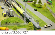 Купить «Игрушечный товарный поезд прибыл на станцию», видеоролик № 3563727, снято 6 февраля 2010 г. (c) Losevsky Pavel / Фотобанк Лори