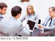 Купить «Молодые бизнесмены на совещании», фото № 3564959, снято 6 апреля 2012 г. (c) Raev Denis / Фотобанк Лори