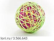 Большой шар из разноцветной пряжи для вязания. Стоковое фото, фотограф Инна Шевелёва / Фотобанк Лори