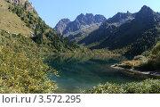 Озеро в горах (2011 год). Редакционное фото, фотограф Владимир Алексеев / Фотобанк Лори