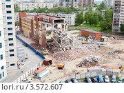 Купить «Разрушение старого ветхого здания для строительства парковки», фото № 3572607, снято 6 июня 2012 г. (c) Кекяляйнен Андрей / Фотобанк Лори