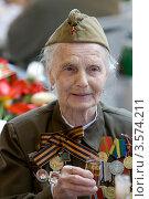 Купить «Женщина, Ветеран Великой Отечественной войны», фото № 3574211, снято 9 мая 2008 г. (c) Михаил Ворожцов / Фотобанк Лори