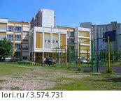 Купить «Школа № 1925, район Новокосино, Москва», эксклюзивное фото № 3574731, снято 5 июня 2012 г. (c) lana1501 / Фотобанк Лори