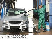 Купить «Мойщик моет автомобиль струей воды в автомойке», фото № 3576635, снято 1 июня 2012 г. (c) Дмитрий Калиновский / Фотобанк Лори
