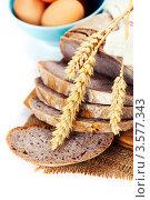 Купить «Хлеб, колосья и куриные яйца», фото № 3577343, снято 29 марта 2012 г. (c) Наталия Кленова / Фотобанк Лори