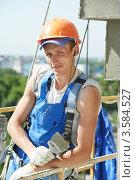 Купить «Штукатур-строитель на работе», фото № 3584527, снято 24 мая 2012 г. (c) Дмитрий Калиновский / Фотобанк Лори