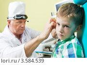 Купить «Врач осматривает ухо мальчику», фото № 3584539, снято 10 июня 2012 г. (c) Дмитрий Калиновский / Фотобанк Лори