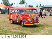 Купить «Микроавтобус Volkswagen Transporter, T2 - Type 2. Олдтаймер шоу. Паарен им Глин. Германия», фото № 3589951, снято 26 мая 2012 г. (c) Sergey Kohl / Фотобанк Лори
