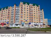 Купить «Современное здание в городе Добрянка. Пермский край», фото № 3590287, снято 11 июня 2012 г. (c) Андрей Щекалев (AndreyPS) / Фотобанк Лори