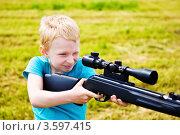 Купить «Мальчик стреляет», фото № 3597415, снято 22 мая 2019 г. (c) Кузнецова Юлия (aka Syaochka) / Фотобанк Лори