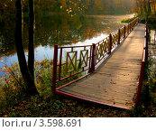Парковый мостик, осень. Стоковое фото, фотограф Артем Кашканов / Фотобанк Лори