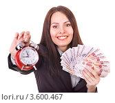 Время - деньги. Девушка с будильником и деньгами в руках. Стоковое фото, фотограф Gennadiy Poznyakov / Фотобанк Лори