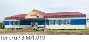 Купить «Здание аэропорта города Нюрба», фото № 3601019, снято 13 июня 2012 г. (c) Роман Фомин / Фотобанк Лори