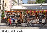 Продажа украинских национальных сувениров во Львове. Редакционное фото, фотограф Светлана Пирожук / Фотобанк Лори