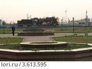 Купить «Город Исилькуль, Омская область, площадь перед жд вокзалом с паровозом», фото № 3613595, снято 16 мая 2010 г. (c) Малышев Андрей / Фотобанк Лори