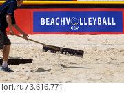 Купить «Эмблема Континентального кубка Европы по пляжному волейболу на бордюре песчаного корта в Парке Победы на Поклонной горе, Москва», фото № 3616771, снято 22 июня 2012 г. (c) Николай Винокуров / Фотобанк Лори