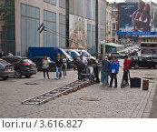Съемки фильма на улице, Москва (2010 год). Редакционное фото, фотограф Иван Сазыкин / Фотобанк Лори