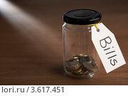 "Купить «Монетки в банке с ярлыком ""Счета""», фото № 3617451, снято 24 августа 2011 г. (c) Monkey Business Images / Фотобанк Лори"