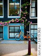 Велосипед в Амстердаме (2012 год). Редакционное фото, фотограф Инна Касацкая / Фотобанк Лори