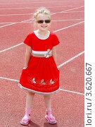 Купить «Девочка в солнечных очках», фото № 3620667, снято 23 июня 2012 г. (c) Хайрятдинов Ринат / Фотобанк Лори