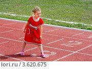Купить «Девочка на беговой дорожке стадиона», фото № 3620675, снято 23 июня 2012 г. (c) Хайрятдинов Ринат / Фотобанк Лори