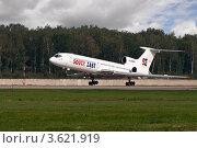 Самолет разгоняющийся по взлетной полосе. Ту-154 авиалинии Дагестана. (2011 год). Редакционное фото, фотограф Андрей Радченко / Фотобанк Лори