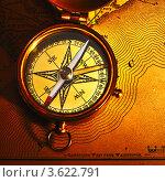 Старый компас на карте. Стоковое фото, фотограф Николай Охитин / Фотобанк Лори