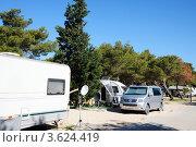Купить «Авто-кемпинг-проживание туристов в благоустроенном лагере», фото № 3624419, снято 16 июня 2012 г. (c) Федор Королевский / Фотобанк Лори