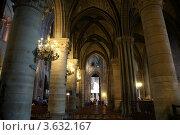 Купить «Интерьер собора Нотр-Дам де Пари, Франция», фото № 3632167, снято 8 мая 2012 г. (c) Владимир Журавлев / Фотобанк Лори