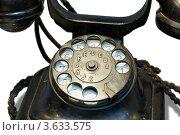 Купить «Старый черный телефон крупным планом», фото № 3633575, снято 18 ноября 2010 г. (c) Losevsky Pavel / Фотобанк Лори