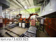 Купить «Машины упаковывают йогурты на заводе Вимм-Билль-Данн, Москва», фото № 3633923, снято 3 марта 2011 г. (c) Losevsky Pavel / Фотобанк Лори