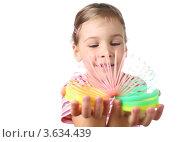 Купить «Девочка играет с радугой-пружиной», фото № 3634439, снято 26 мая 2010 г. (c) Losevsky Pavel / Фотобанк Лори