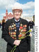 Купить «Портрет ветерана с орденами на Красной Площади», фото № 3634671, снято 9 мая 2011 г. (c) Losevsky Pavel / Фотобанк Лори