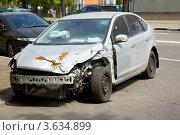 Купить «Автомашина с повреждениями после ДТП», фото № 3634899, снято 13 мая 2011 г. (c) Losevsky Pavel / Фотобанк Лори