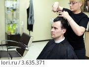 Купить «Мужской парикмахер за работой», фото № 3635371, снято 18 мая 2011 г. (c) Losevsky Pavel / Фотобанк Лори