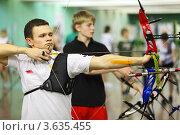 Купить «Соревнования по стрельбе из лука», фото № 3635455, снято 2 апреля 2011 г. (c) Losevsky Pavel / Фотобанк Лори