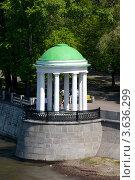 Беседка на Пушкинской набережной в Москве (2010 год). Стоковое фото, фотограф Дмитрий Девин / Фотобанк Лори