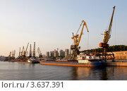 Купить «Москва. Северный речной порт. N1», фото № 3637391, снято 16 августа 2011 г. (c) Алексей Шипов / Фотобанк Лори
